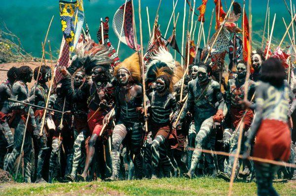 Warriors parade, Kenya - Yann Arthus-Bertrand Photo