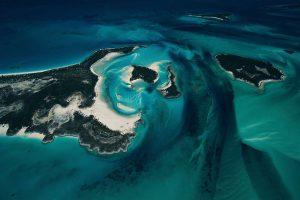 îlot et fond marin, Bahamas - Yann Arthus-Bertrand Photographie