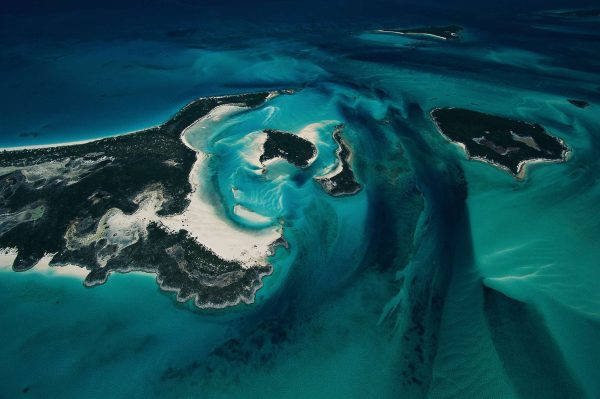 Islet and sea bed, Bahamas - Yann Arthus-Bertrand Photography
