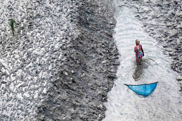 Fishermen, Bangladesh - Yann Arthus-Bertrand Photography