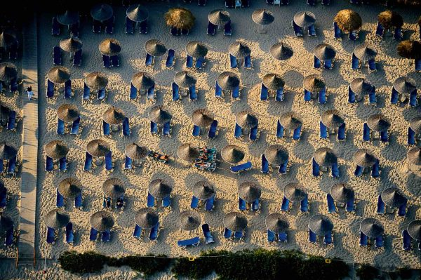 Umbrellas, Chypre - Yann Arthus-Bertrand Photo