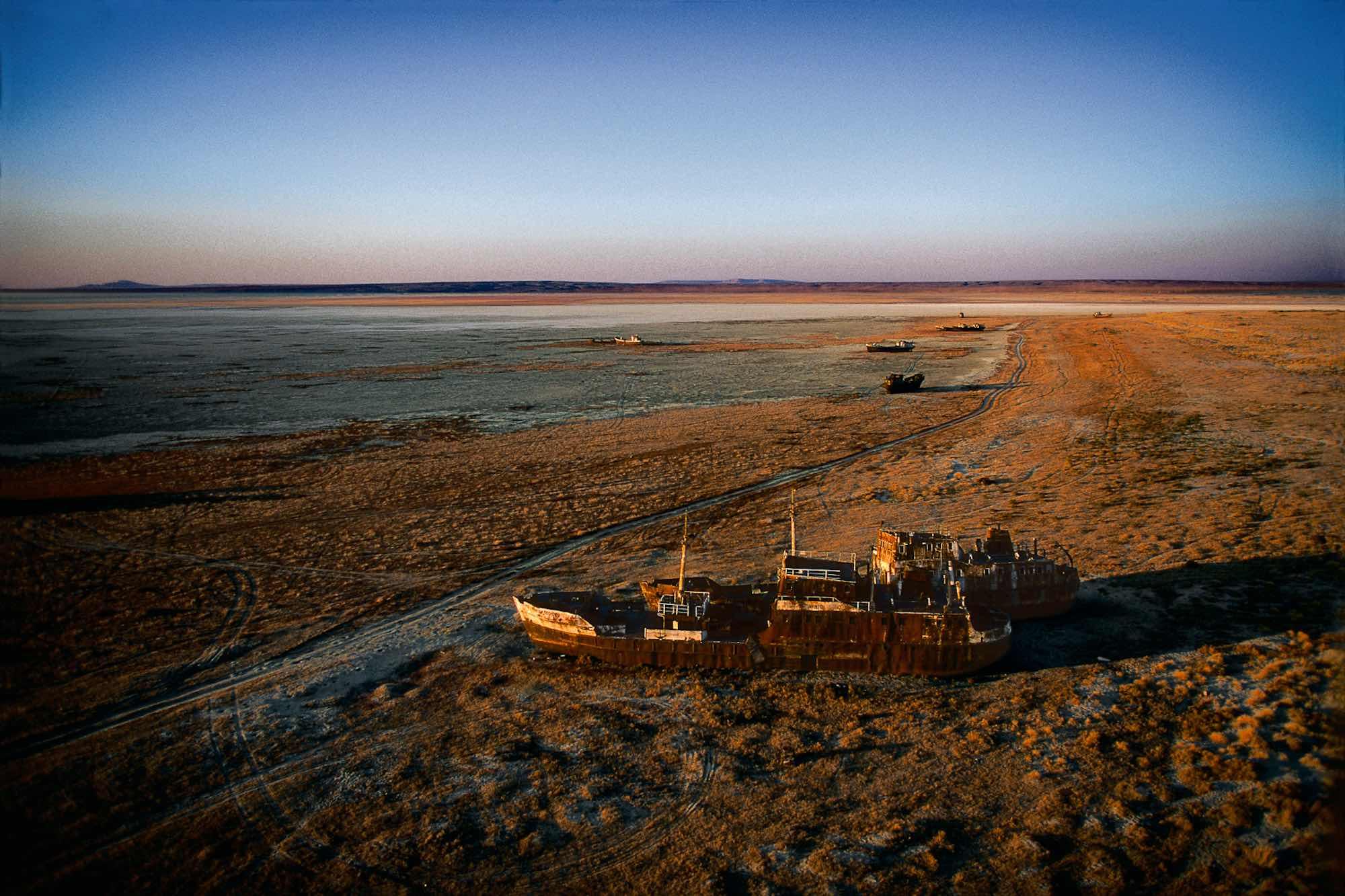 Stranded boat - Yann Arthus-Bertrand