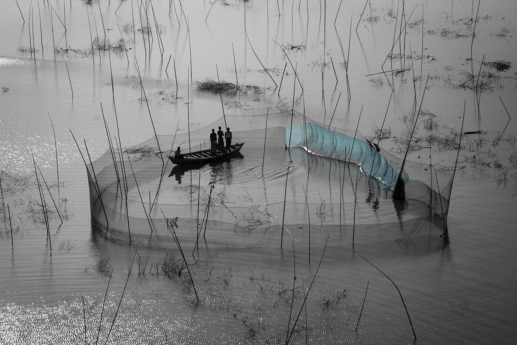 Fishing nets - Yann Arthus-Bertrand
